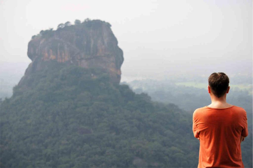 Skała świątynia Sigiriya; widok z Piduralangi