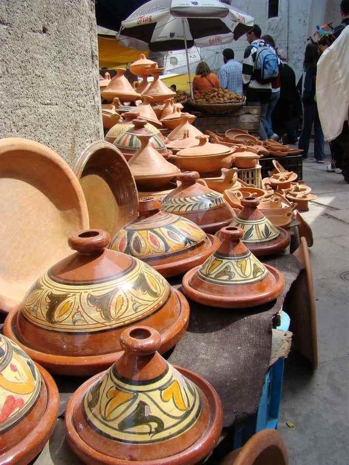 marokańska ceramiku na lokalnym suku
