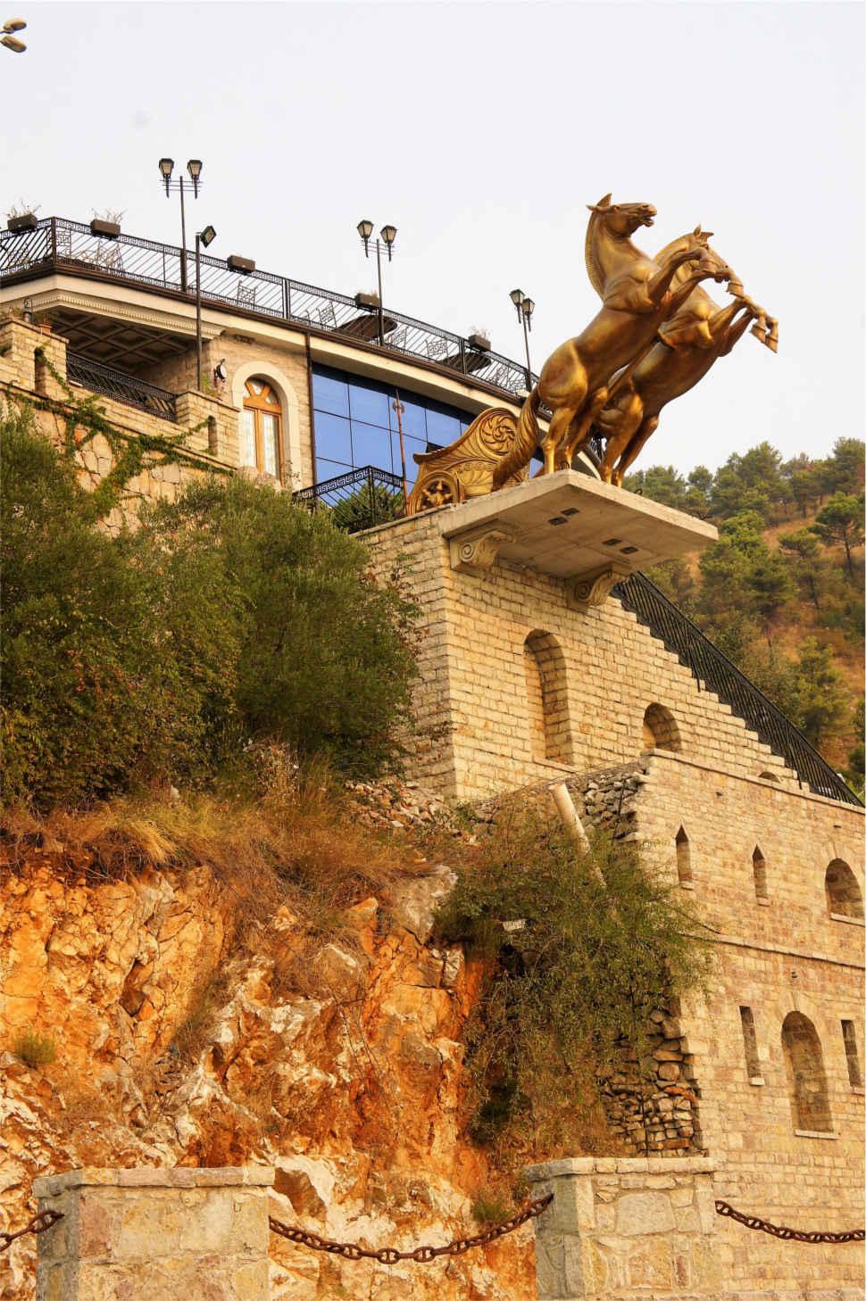 przydrożna architektura - Albania