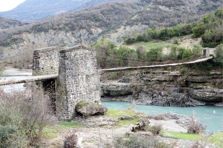 most wiszący - Albania