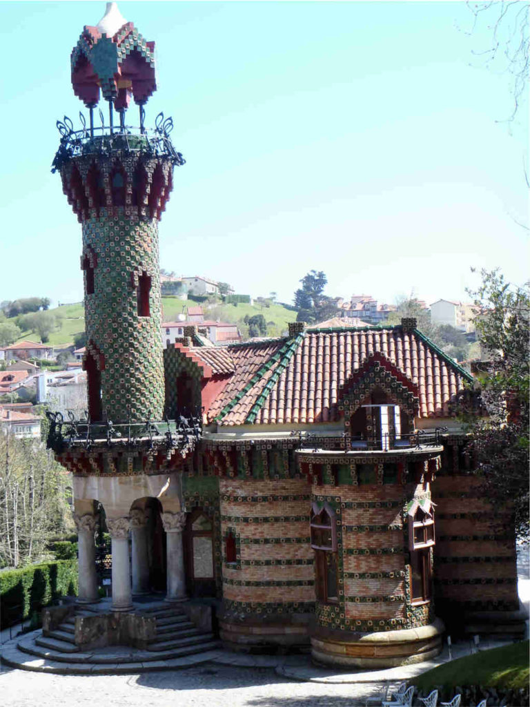 Pałac Capricho - genialne dzieło Antonio Gaudi