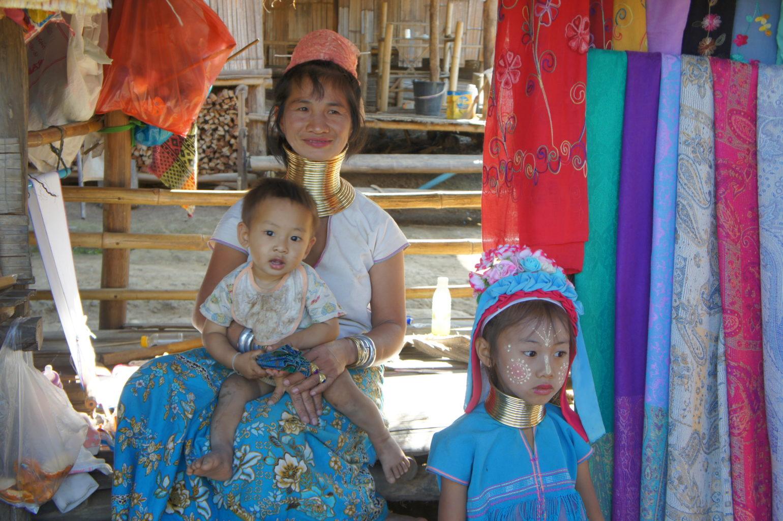 rodzina z plemienia Karen, północna Tajlandia