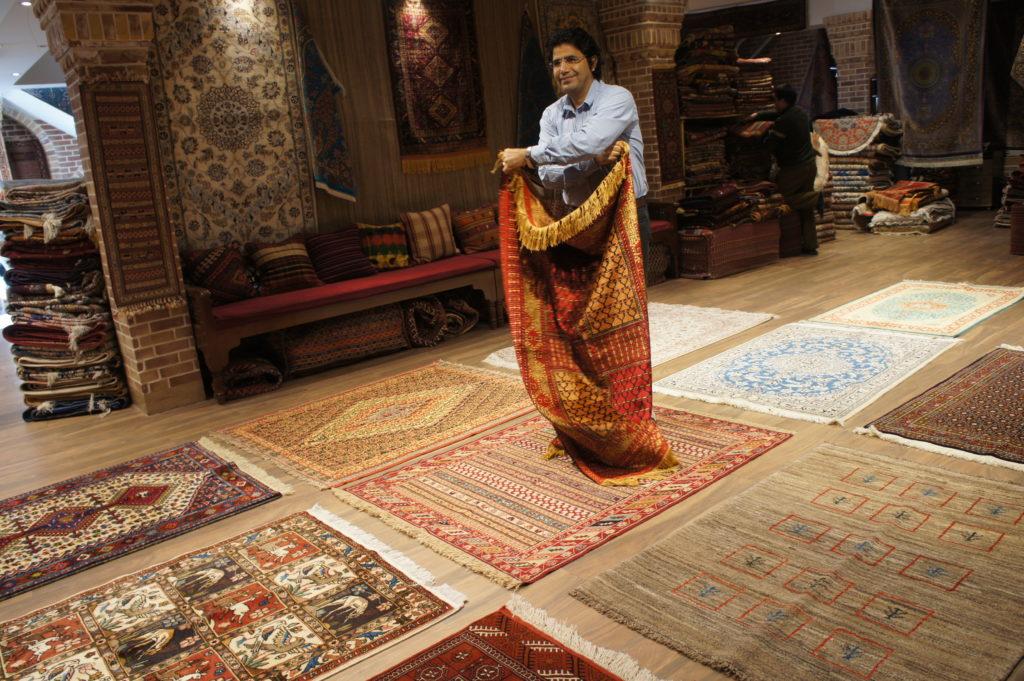 Opowieści o perskich dywanach są wciągające