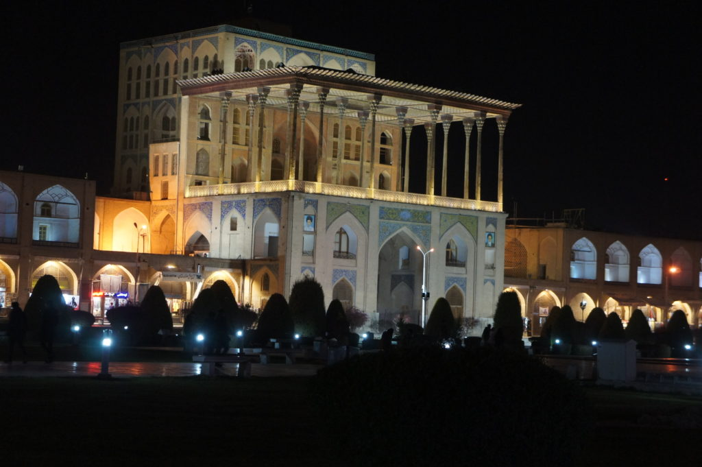 Pałac Ali Qapu nocą