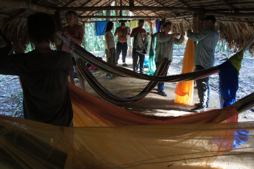 W hamakach osłoniętych moskitierami śpi się całkiem dobrze