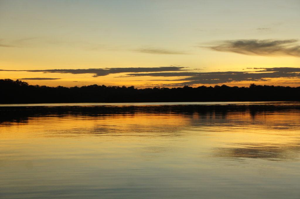 Wschód słońca w dorzeczu Amazonki