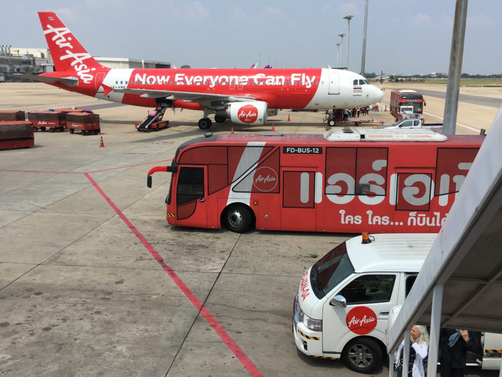 Do Laosu łatwo dostać się liniami Air Asia, przez Bangkok