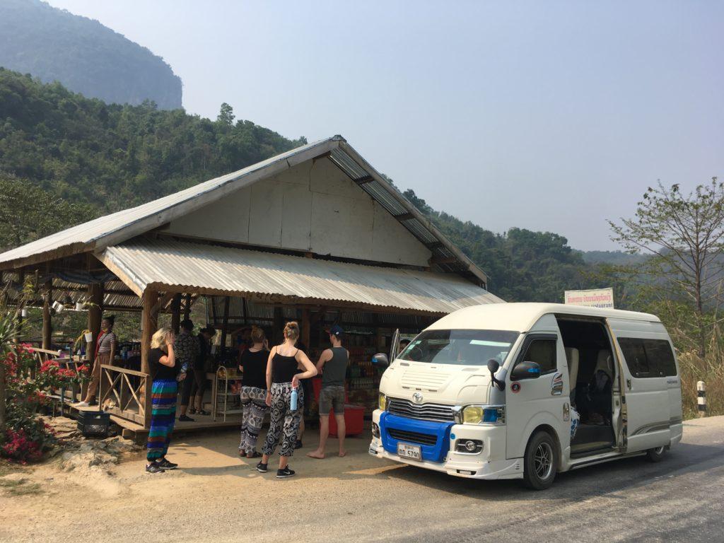 Vany są popularnym środkiem transportu w Laosie