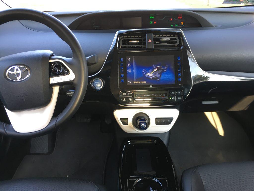 Niektóre elementy wnętrza Toyoty Prius wyglądają futurystycznie