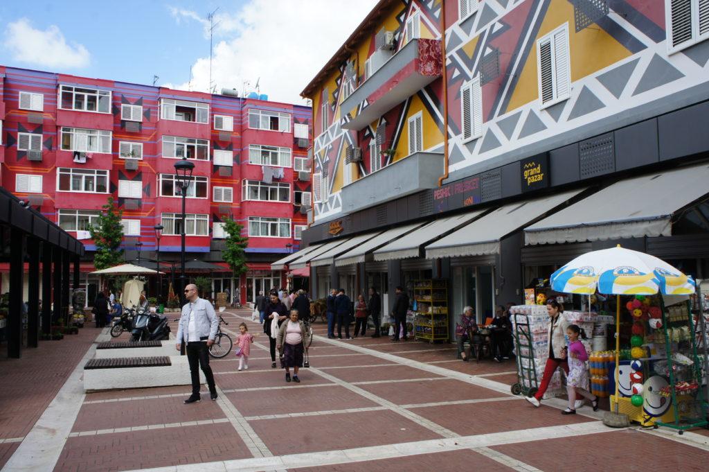 Intensywna kolorystyka jest charakterystyczna dla wielu miejsc w Albanii