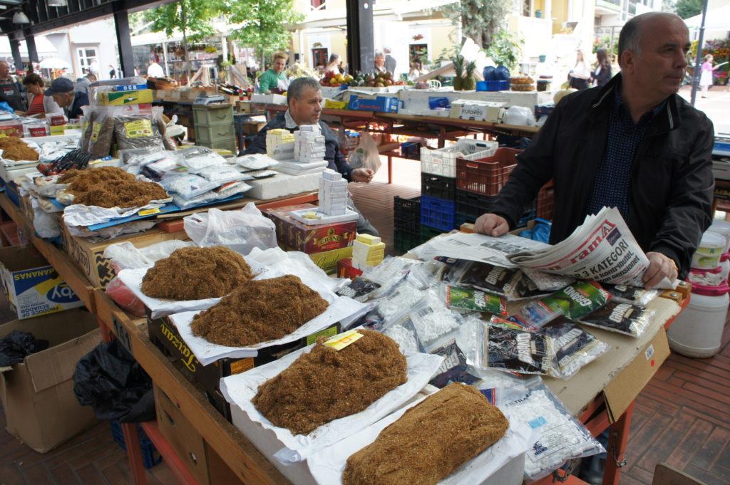 Na albańskich bazarach kupimy tytoń