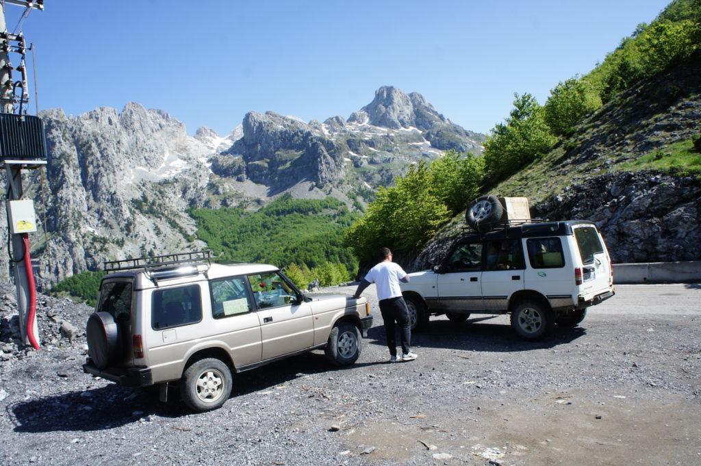 Taxi 4x4 w albańskich górach