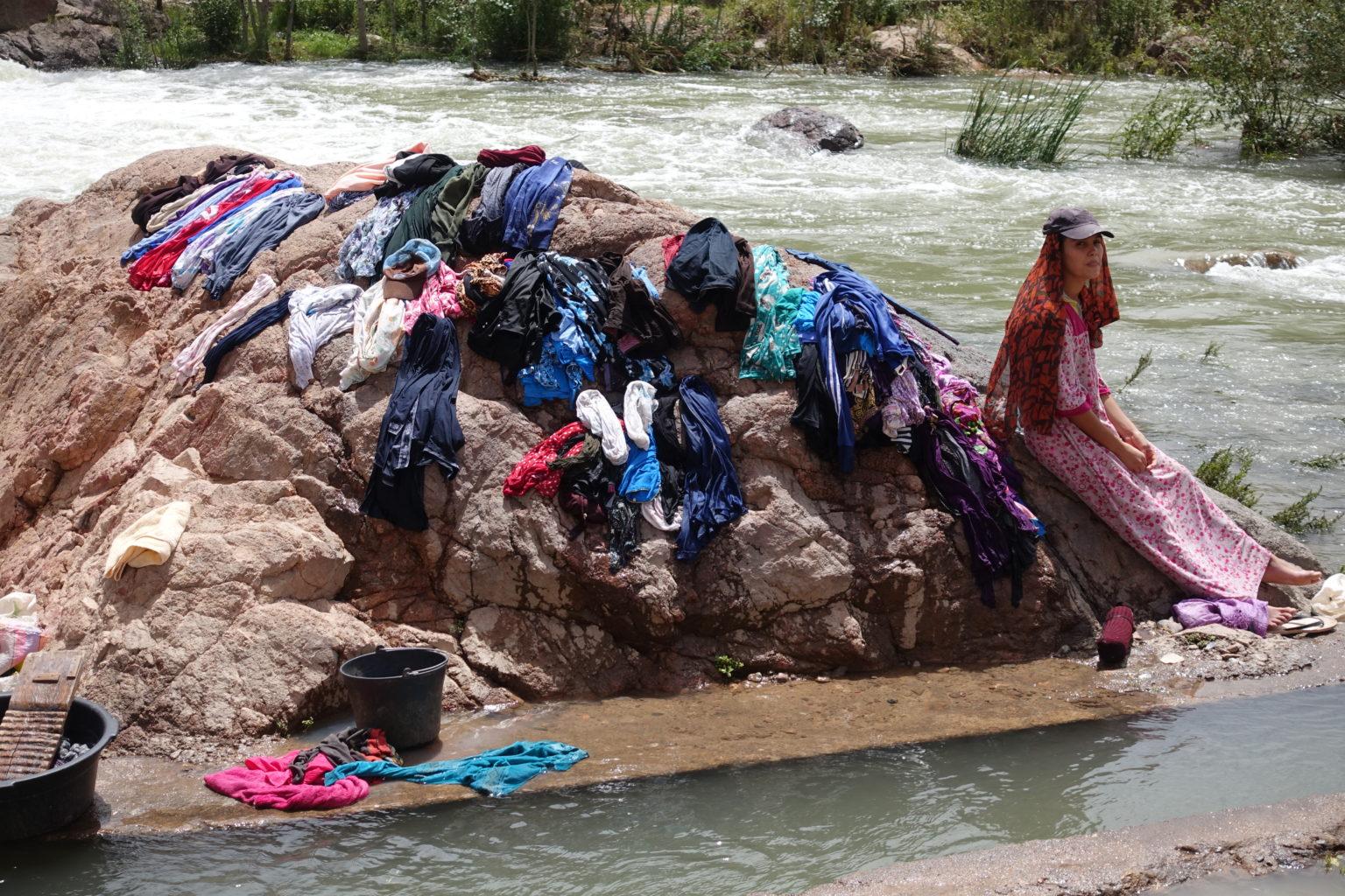 Potok stał się wioskową pralnią