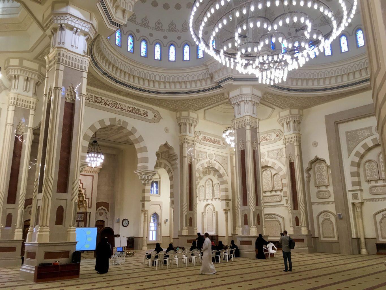 Wnętrze meczetu Al Noor