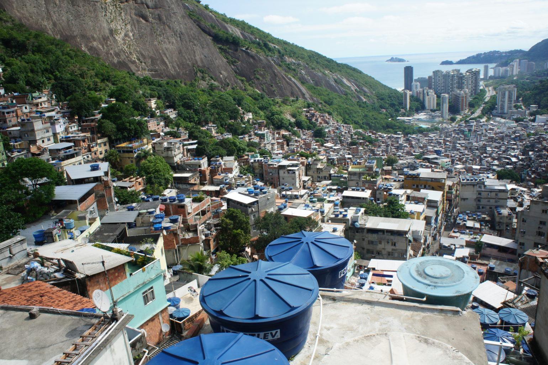 Widok z górnych tarasów faweli Rocinha