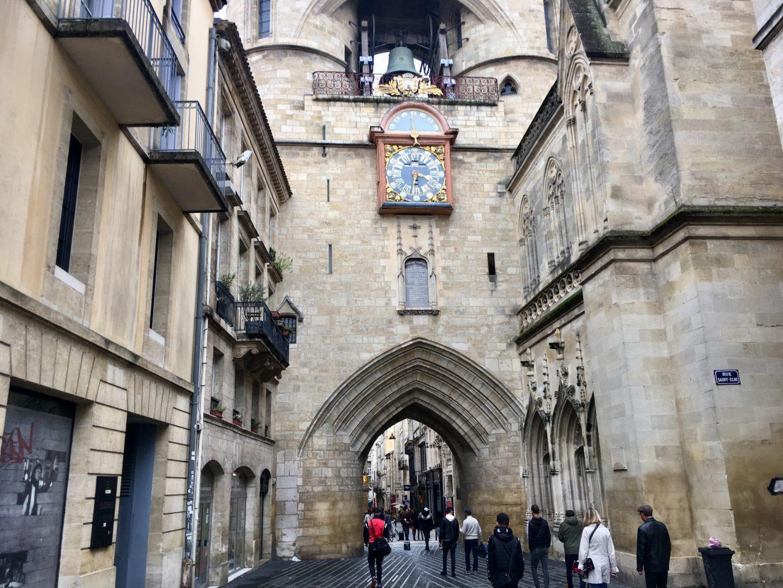 Stare, miejskie bramy to jedna z wizytówek Bordeaux