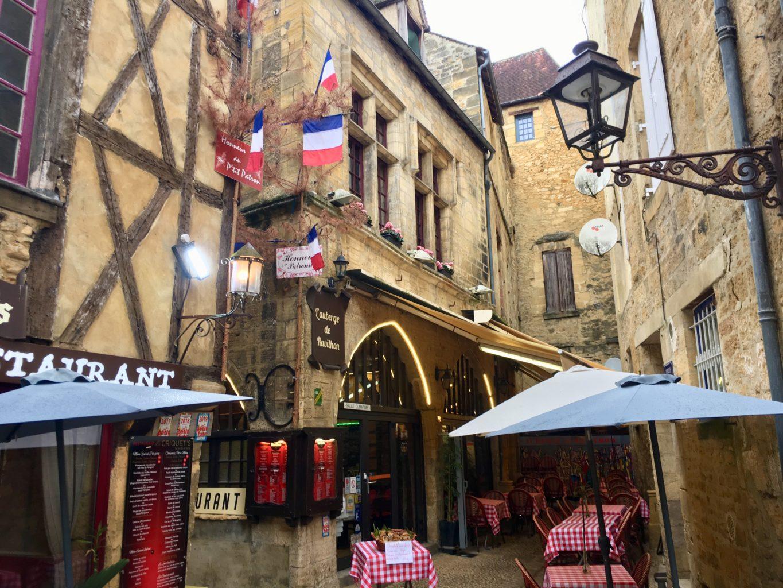 Sarlat-la-Caneda ma świetnie zachowane średniowieczne centrum