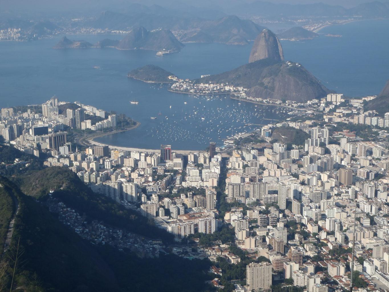 Rio to miasto wciśnięte między morze i góry