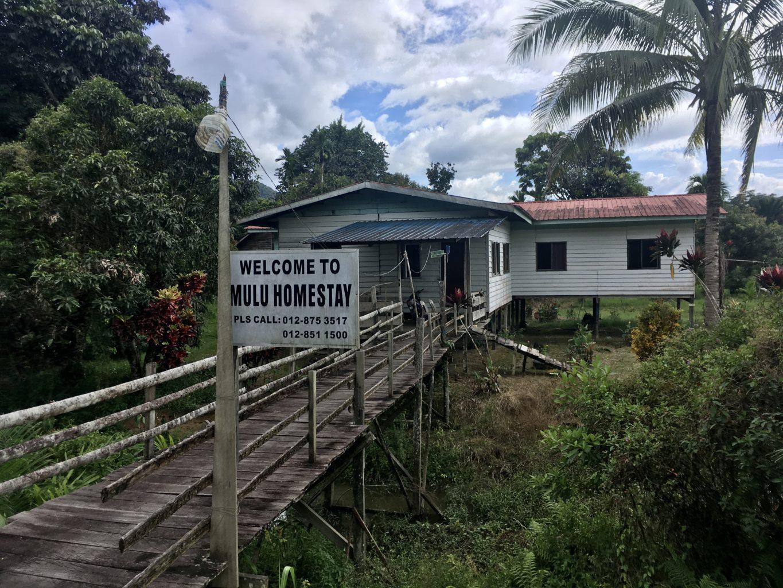 Proste domy mieszkańców wioski Mulu oferują nocleg