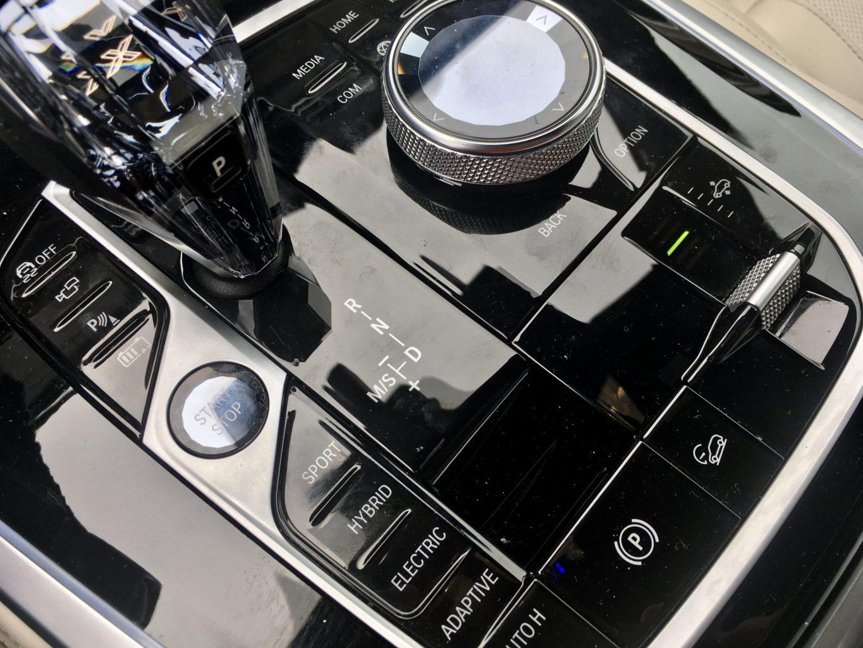 BMW X5 PHEV to mnogość systemów wspomagających i kilka trybów jazdy