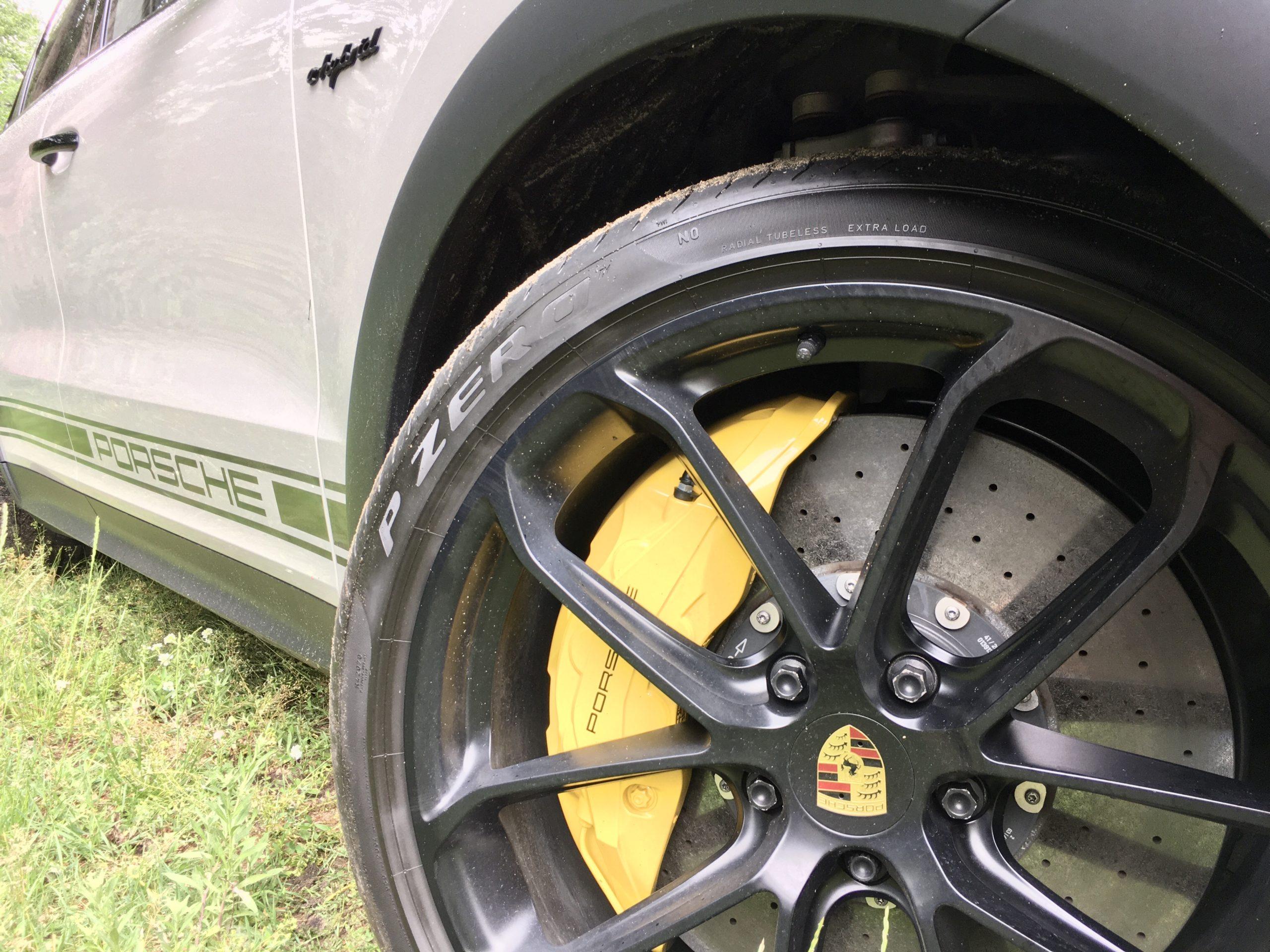 Potężny osprzęt Porsche Cayenne PHEV