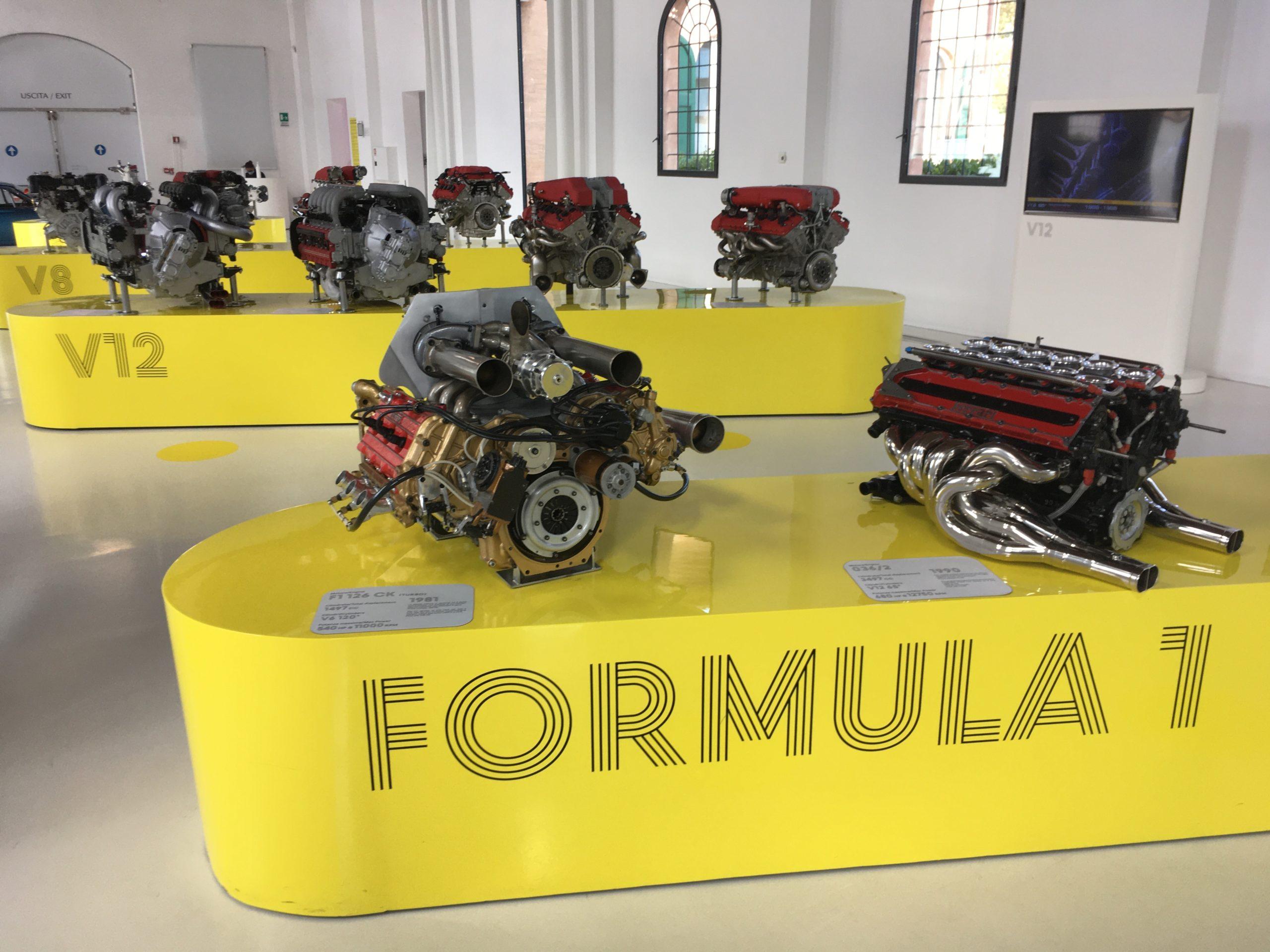 W dwóch budynkach muzeum eksponowane są auta i silniki Ferrari