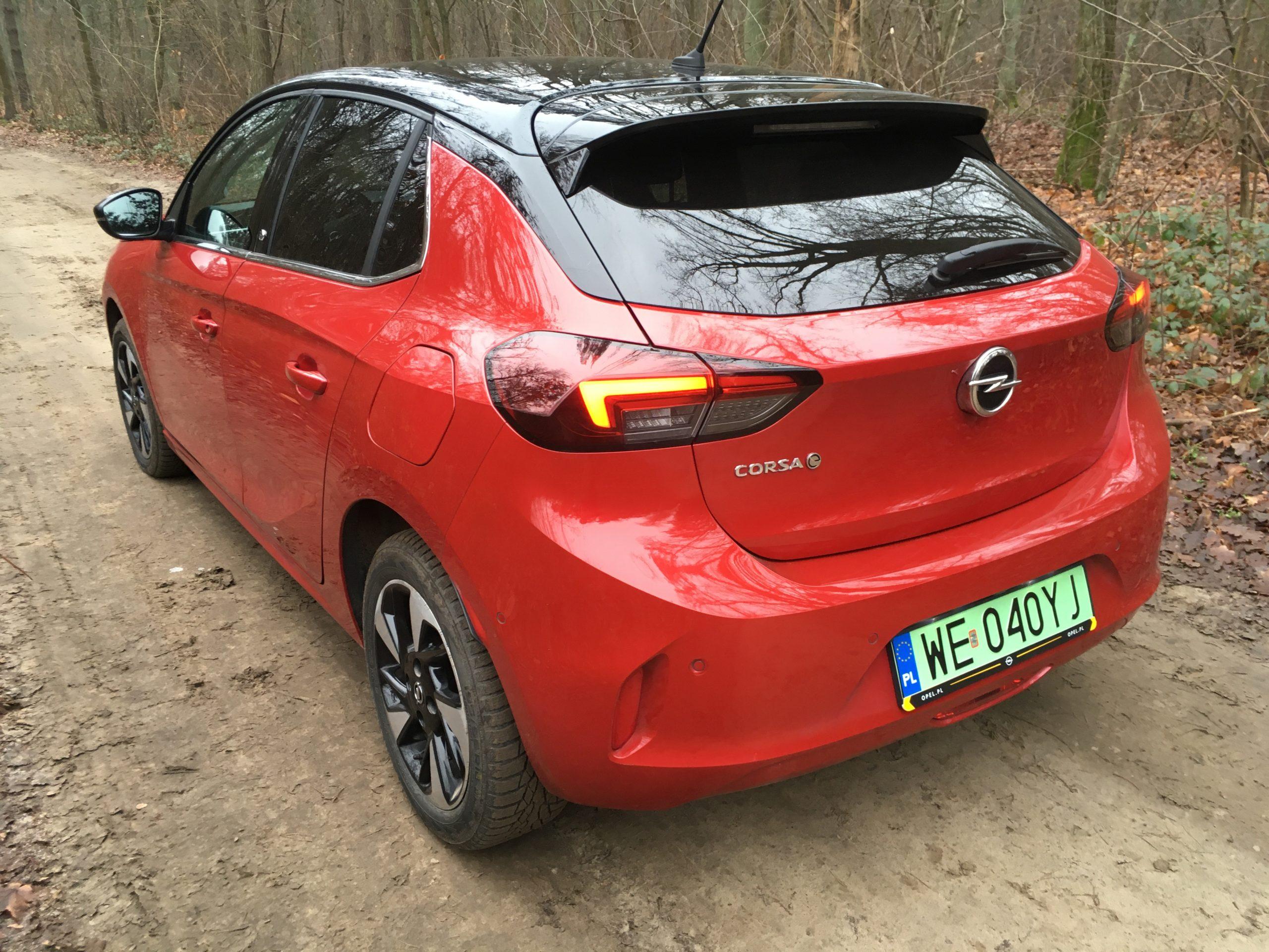 Opel Corsa-e ma mniejszy bagażnik niż jego benzynowi bracia.