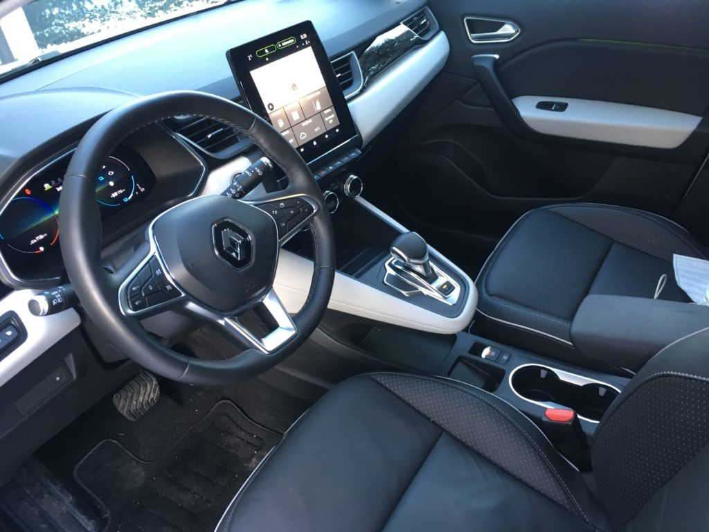 Podwyższona pozycja kierowcy odróżnia Captura od Clio