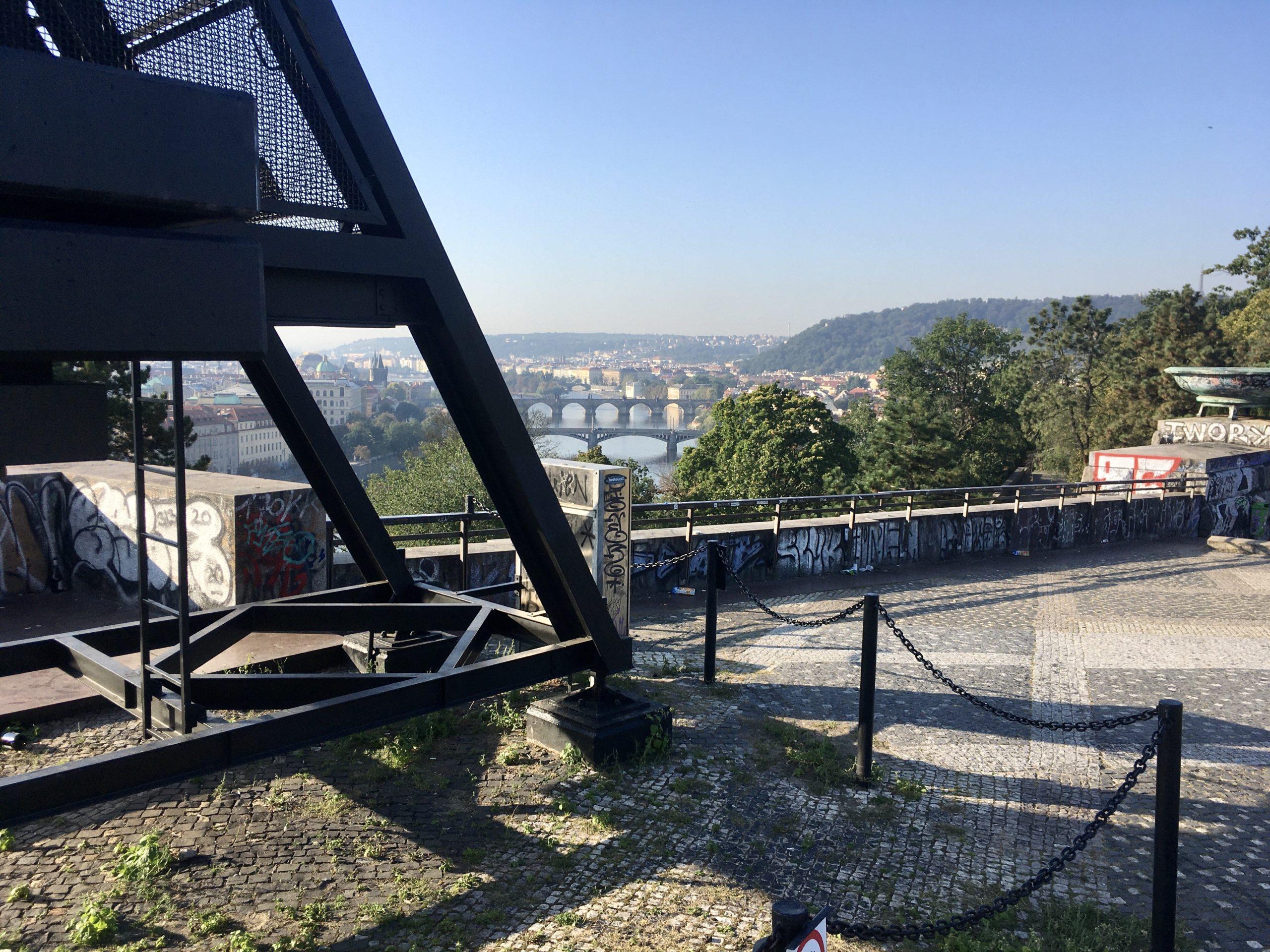 Stojąc przy Metronomie mamy starą Pragę u swoim stóp