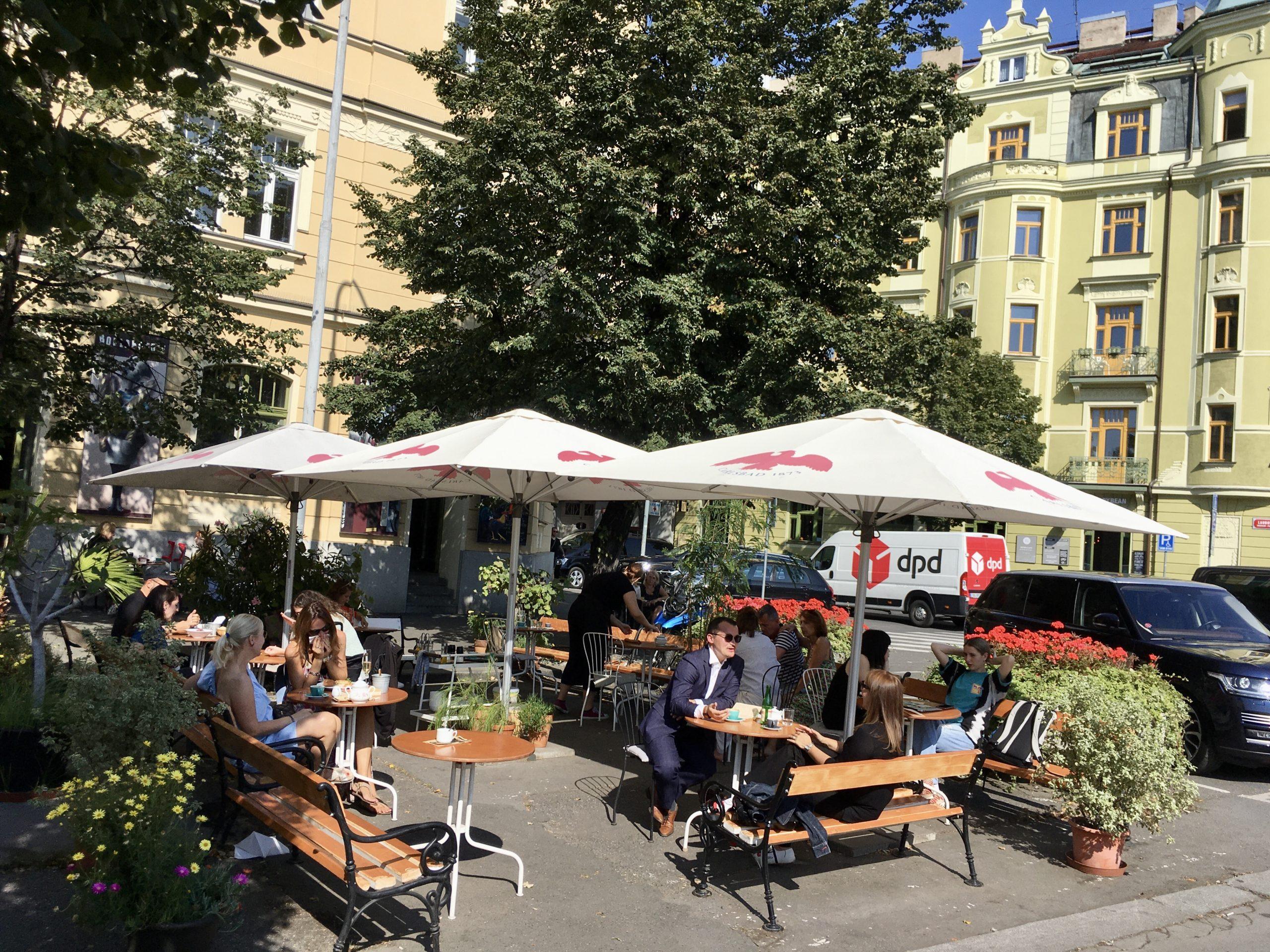 Kiedyś było inaczej ale teraz Zizkov to piękne kamienice i kawiarniane ogródki