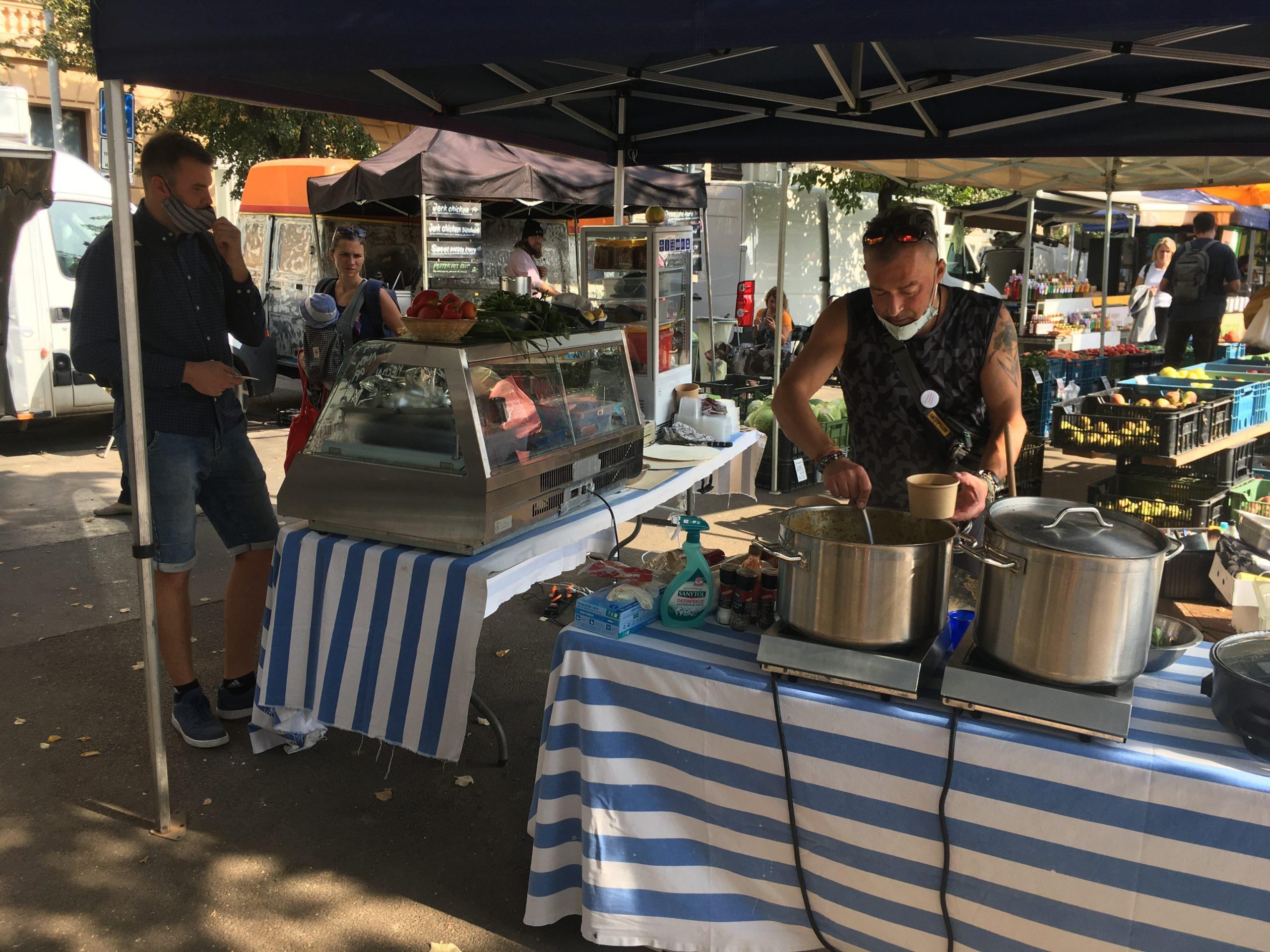 Na targu śniadaniowym w Zizkowie można zrobić zakupy i dobrze zjeść