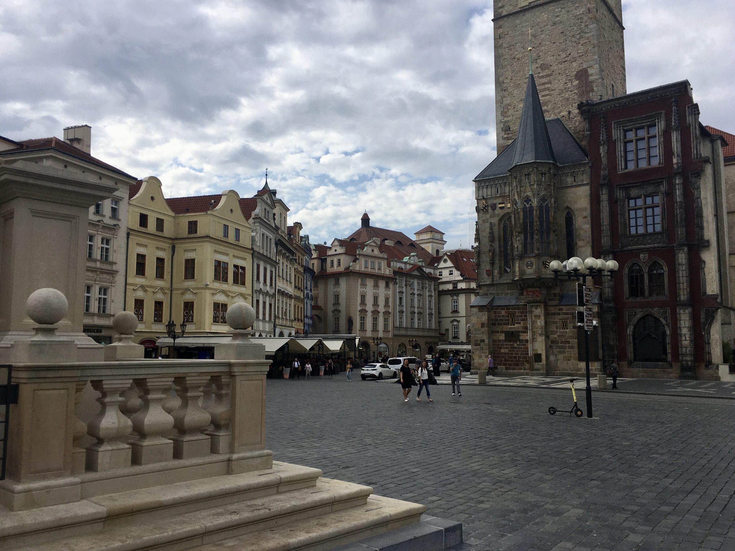 """""""Nowy"""" zabytek na Rynku Staromiejskim jest niemal nie do odróżnienia od wiekowej zabudowy"""