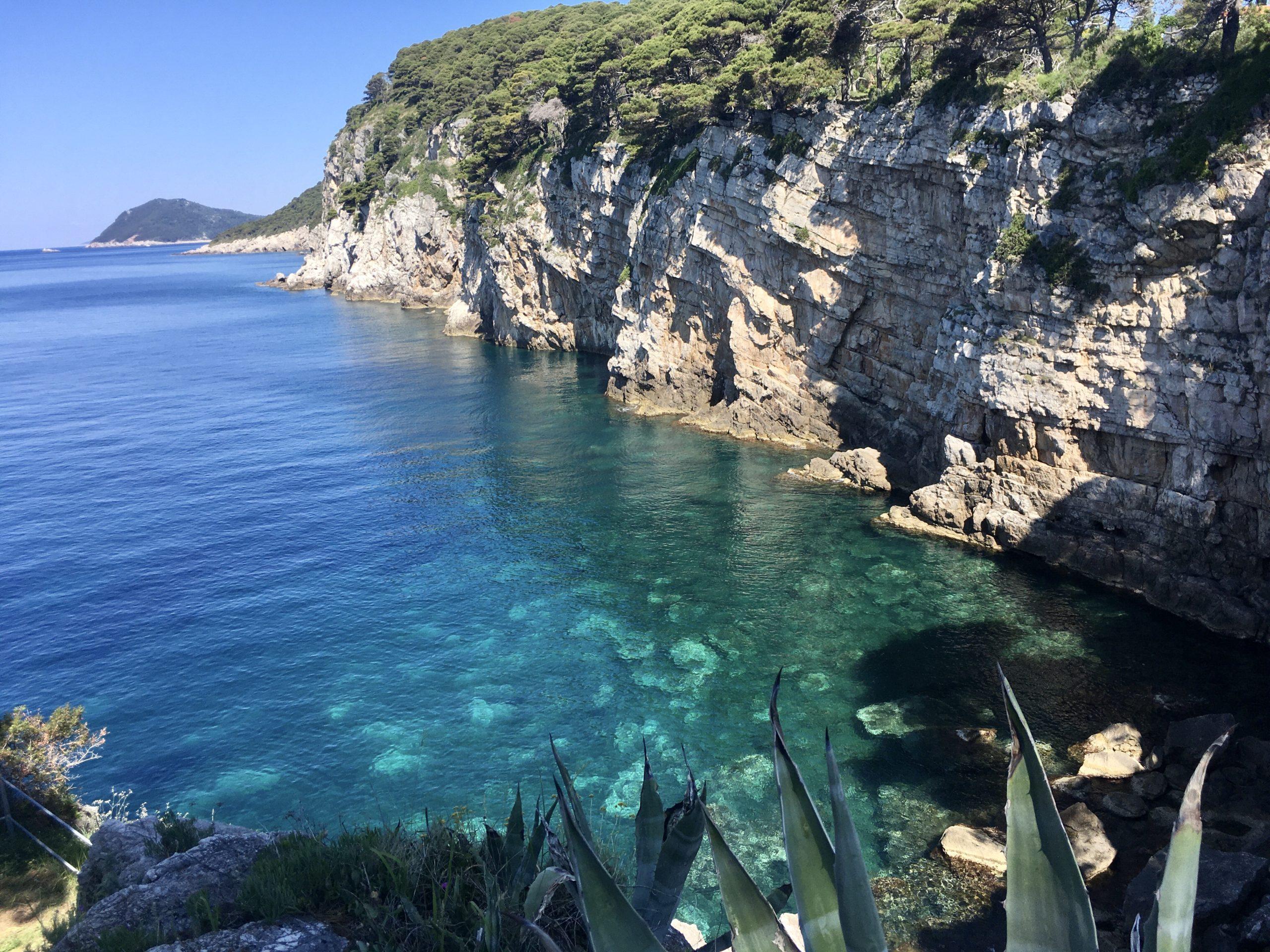Chorwackie wybrzeże jest często klifowe