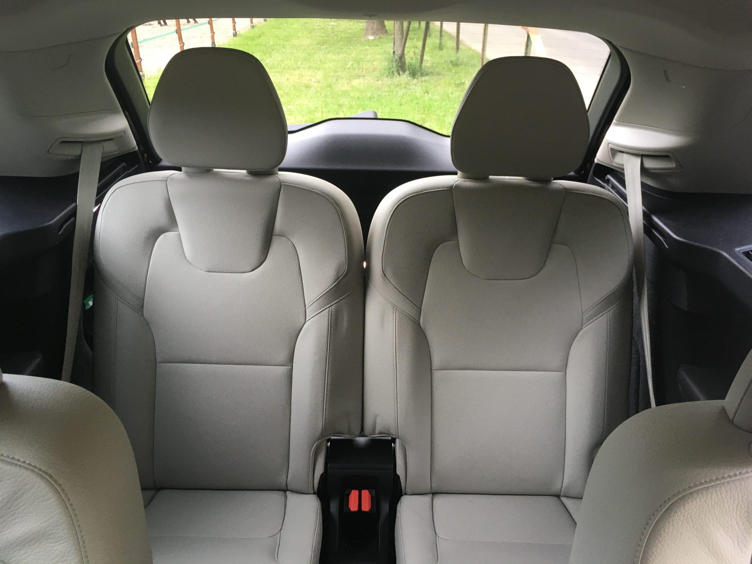 Wszystkie fotele Volvo są wygodne i świetnie wykonane, a po rozłożeniu tych z trzeciego rzędu wciąż pozostaje spory bagażnik