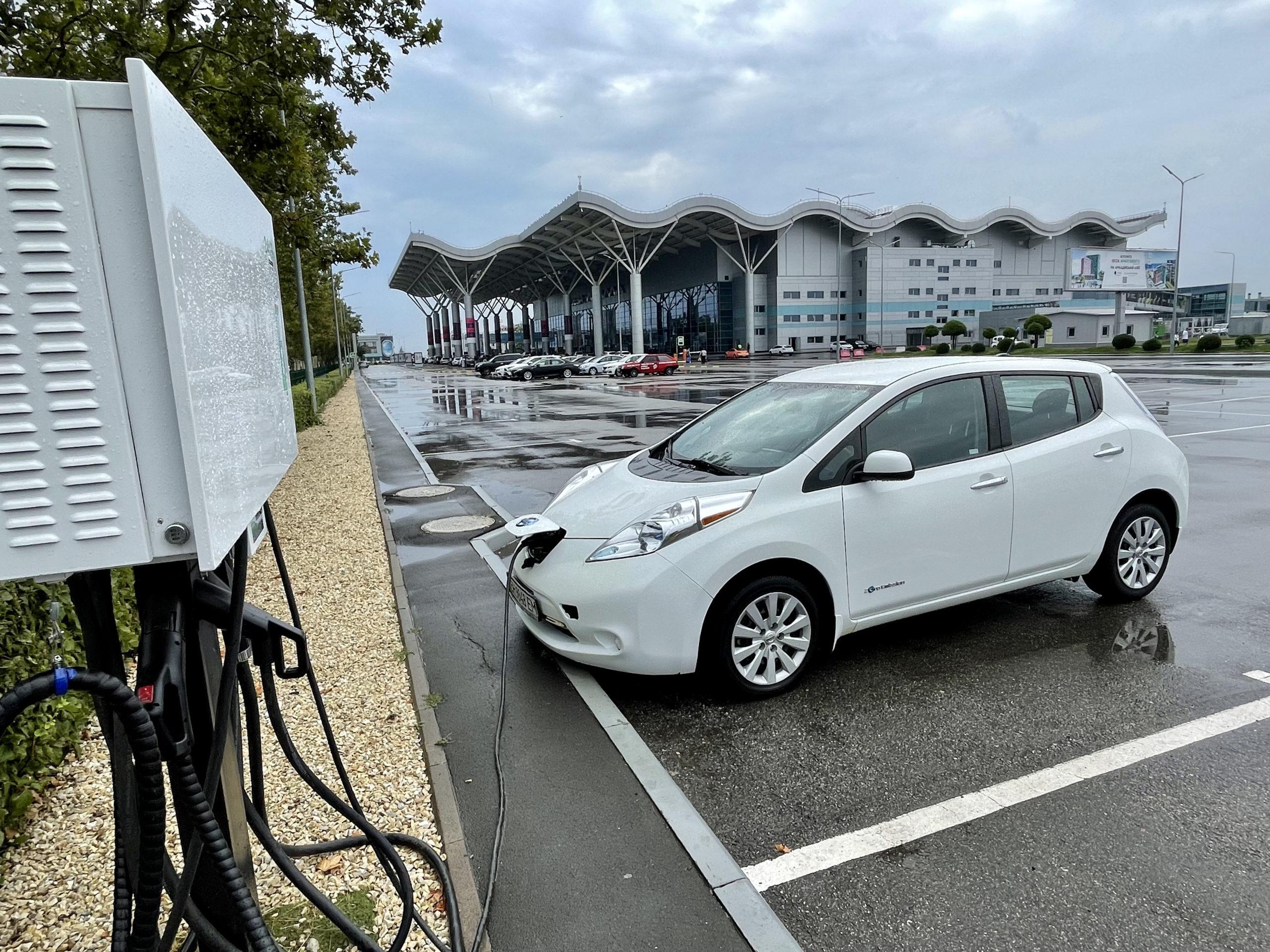 Terminal do ładowania samochodów elektrycznych na lotnisku w Odessie